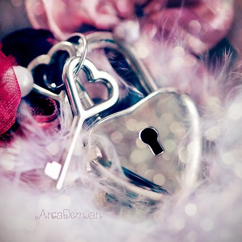 bokeh-feather-heart-hearts-key-lock-favim-com-40481